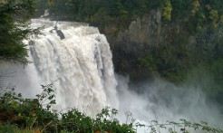 Laurie takes me to see Snoqualmie Falls on Saturday after my birthday. Great present!